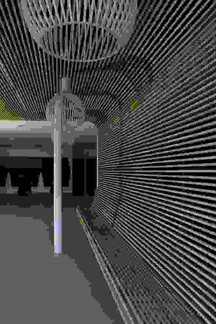 Houten plafond als zitbank Industriële gastronomie van Elbeto systeemplafonds Industrieel