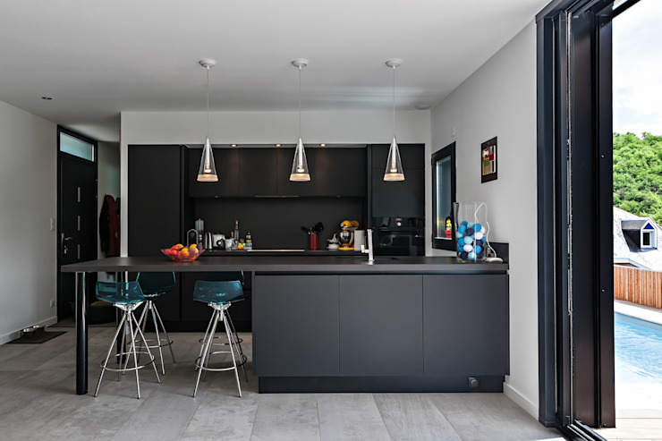 Modern Kitchen by Hugues TOURNIER Architecte Modern