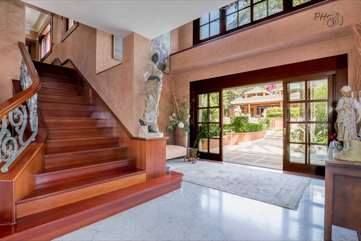 Vestíbulo y acceso a primera planta Pasillos, vestíbulos y escaleras modernos de Per Hansen Moderno