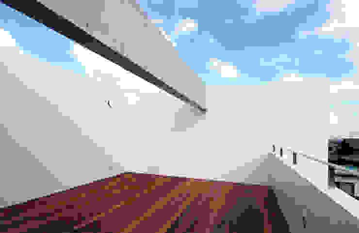 長谷雄聖建築設計事務所 Modern Terrace