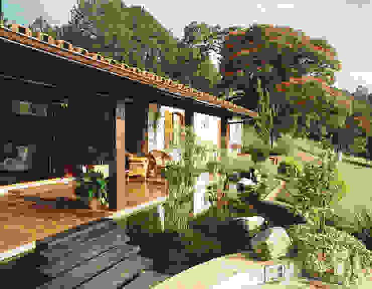Vista da  varanda. : Jardins  por Eduardo Luppi Paisagismo Ltda.