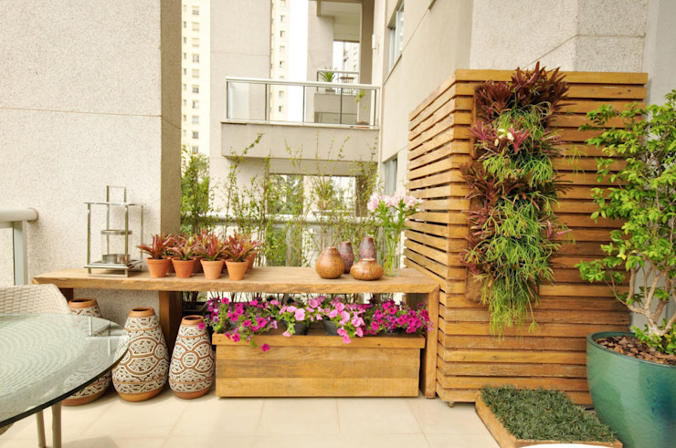 Eclectic style balcony, porch & terrace by Eduardo Luppi Paisagismo Ltda. Eclectic
