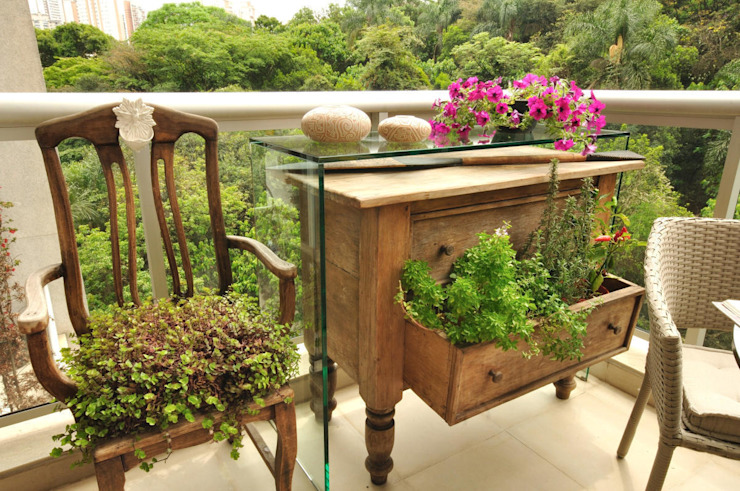 O aparador virou Horta Varandas, alpendres e terraços ecléticos por Eduardo Luppi Paisagismo Ltda. Eclético