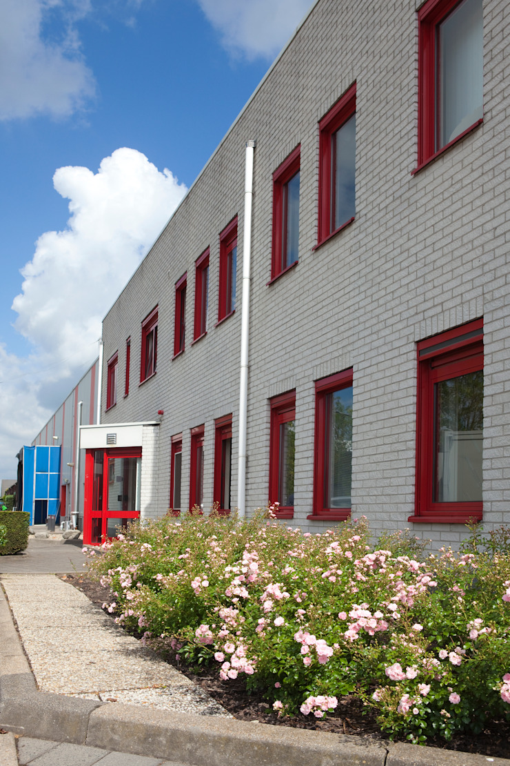 Industrial style office buildings by Dutch Quality Gardens, Mocking Hoveniers Industrial