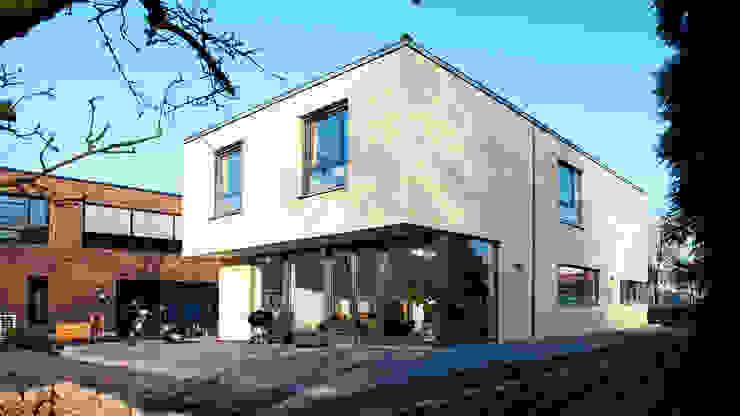 Außenansicht Moderne Häuser von w+p architekten Modern