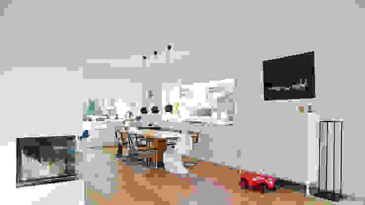 Modern Living Room by w+p architekten Modern