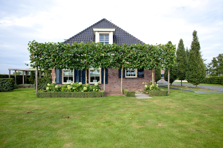 Modern garden by Dutch Quality Gardens, Mocking Hoveniers Modern