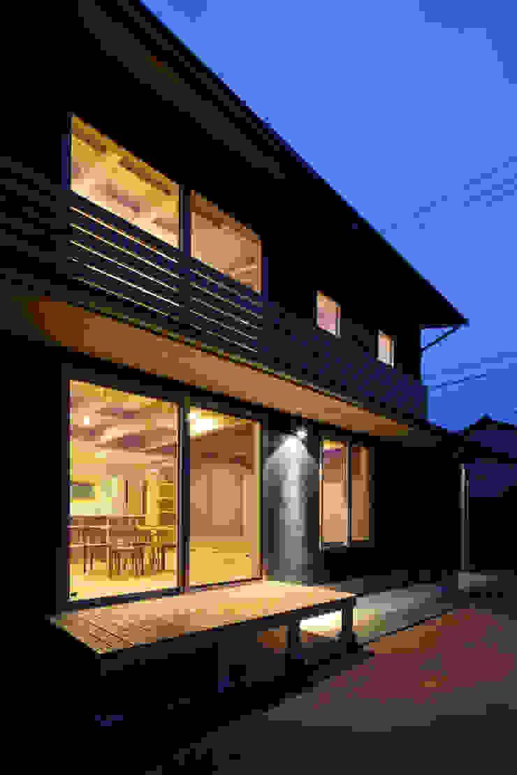 外観夜景 オリジナルな 家 の 芦田成人建築設計事務所 オリジナル
