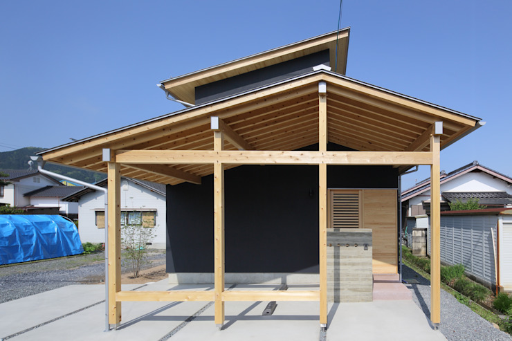 Houses by 芦田成人建築設計事務所,