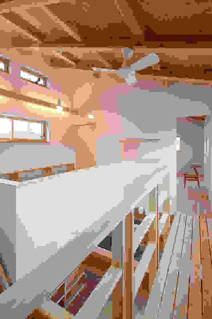 吹抜 オリジナルデザインの 書斎 の 芦田成人建築設計事務所 オリジナル