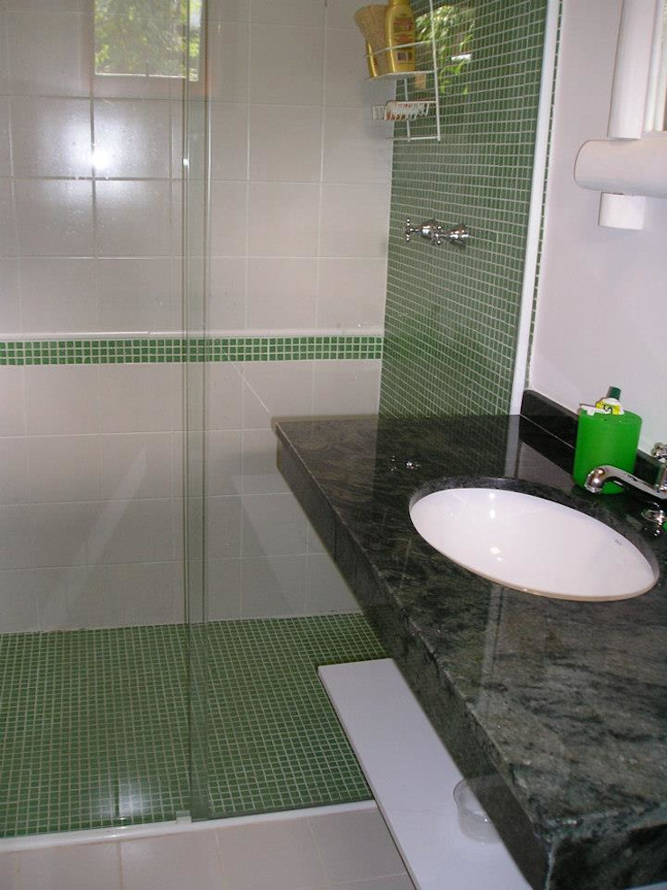 Metamorfose Arquitetura e Urbanismo Tropical style bathroom
