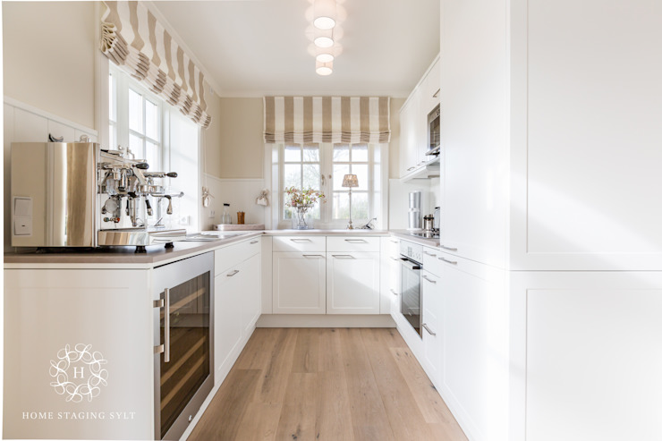 Cocinas de estilo  por Home Staging Sylt GmbH , Rural