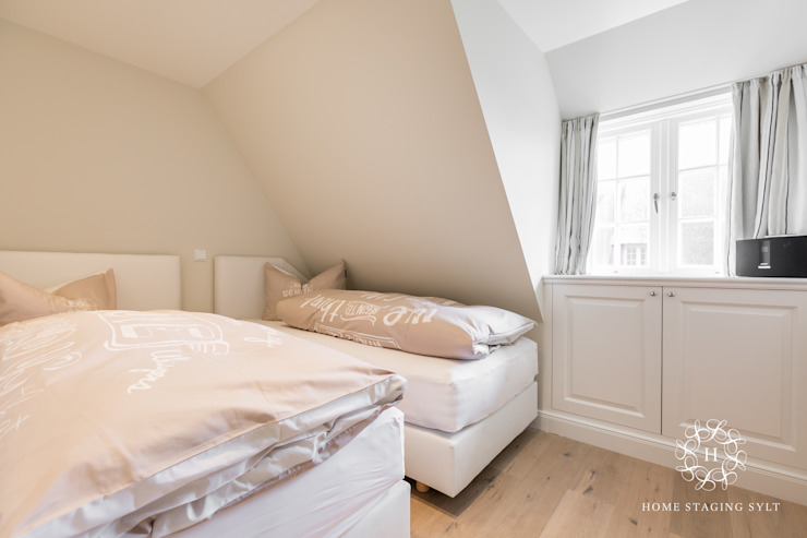 Спальня в стиле кантри от Home Staging Sylt GmbH Кантри