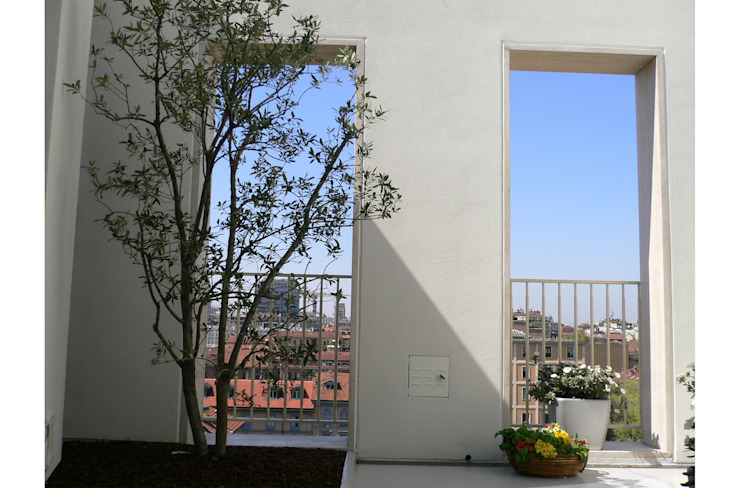 Private patio with view Modern Terrace by 8&A Architetti Modern