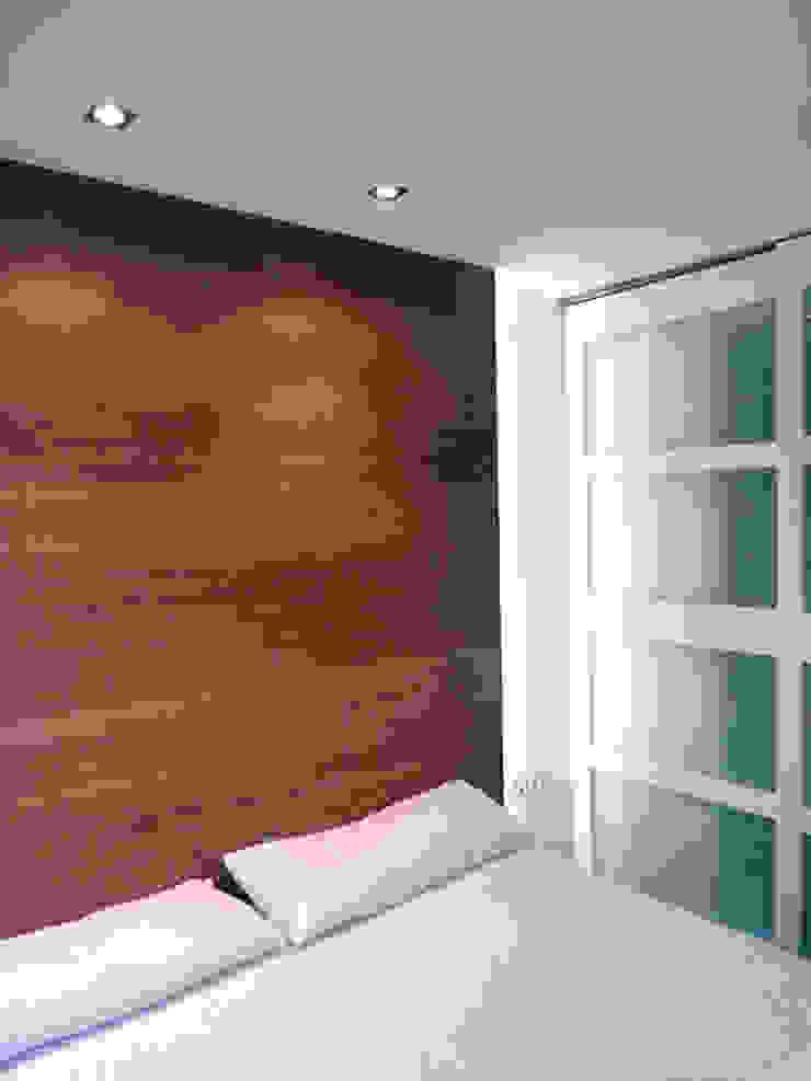 CABEZAL CAMA DE DORMITORIO PRINCIPAL. Dormitorios de estilo moderno de ERRASTI Moderno