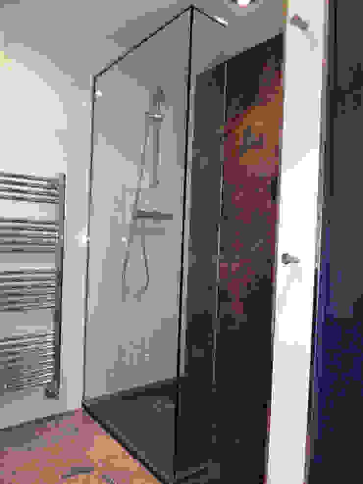 Modern Bathroom by ERRASTI Modern