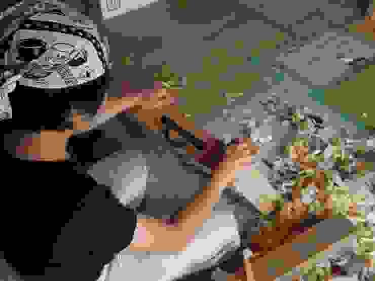 大工施工のキッチンカウンター: 中村茂史一級建築士事務所が手掛けたアジア人です。,和風