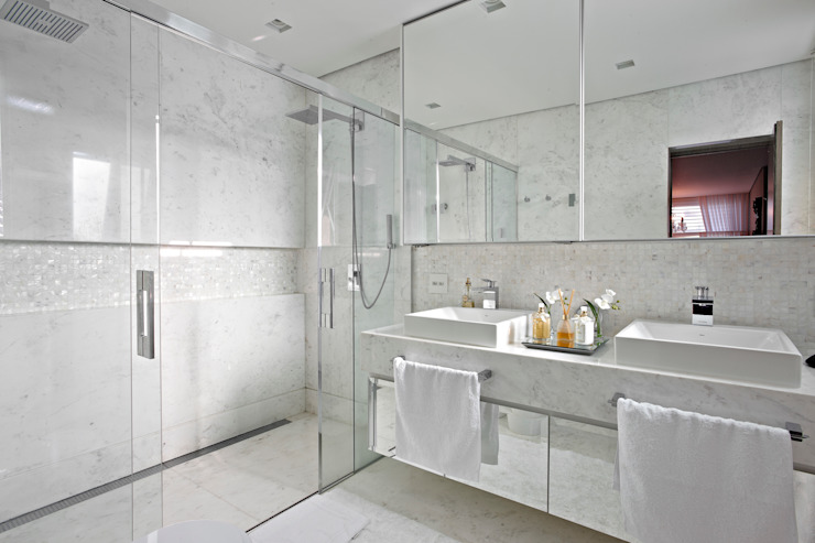 Modern style bathrooms by Gláucia Britto Modern
