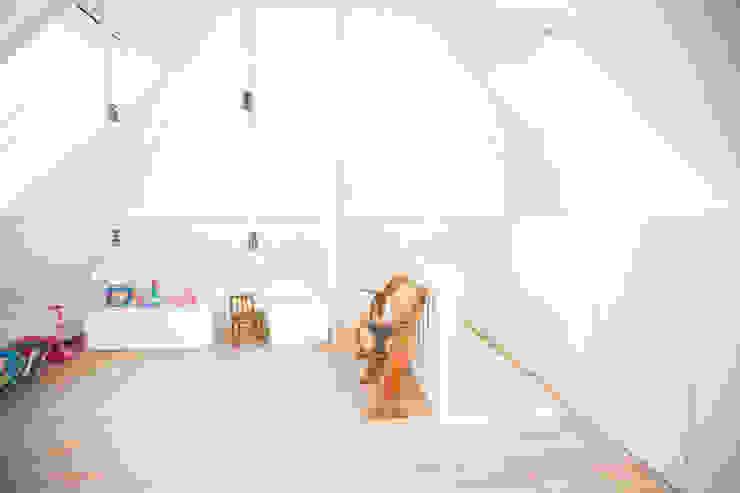 Nowoczesny pokój dziecięcy od ontwerpplek, interieurarchitectuur Nowoczesny