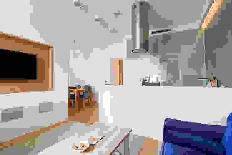 Projekt wnętrz apartamentu w kamienicy na krakowskim Kazimierzu Nowoczesny salon od COOLDESIGN Nowoczesny