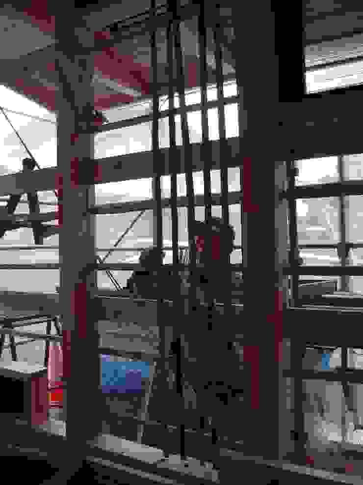 竹小舞を編む 和風スタイルの 壁&フローリングデザイン の 中村茂史一級建築士事務所 和風