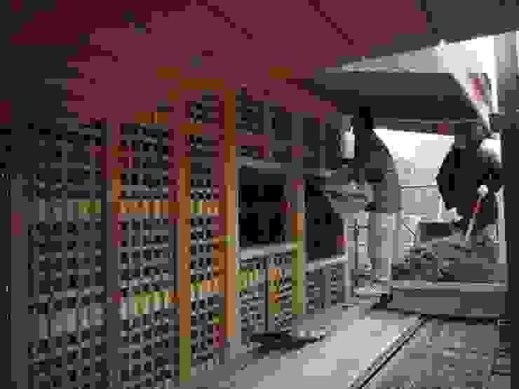 荒壁の施工 和風スタイルの 壁&フローリングデザイン の 中村茂史一級建築士事務所 和風