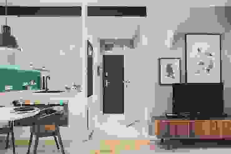 Raca Architekci Pasillos, vestíbulos y escaleras modernos
