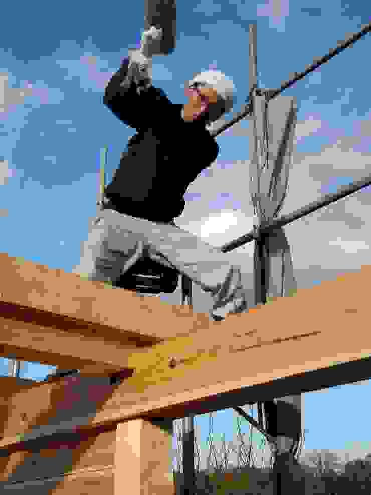 棟上げ風景3 日本家屋・アジアの家 の 中村茂史一級建築士事務所 和風