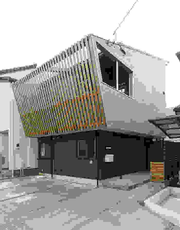 そらまどのいえ 外観 モダンな 家 の 一級建築士事務所 感共ラボの森 モダン