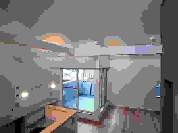 そらまどのいえ バルコニー モダンデザインの テラス の 一級建築士事務所 感共ラボの森 モダン
