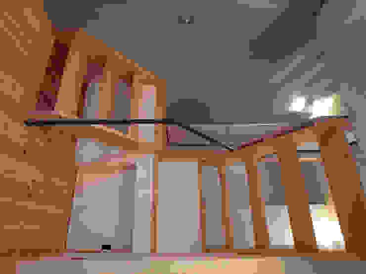 そらまどのいえ 階段 モダンスタイルの 玄関&廊下&階段 の 一級建築士事務所 感共ラボの森 モダン