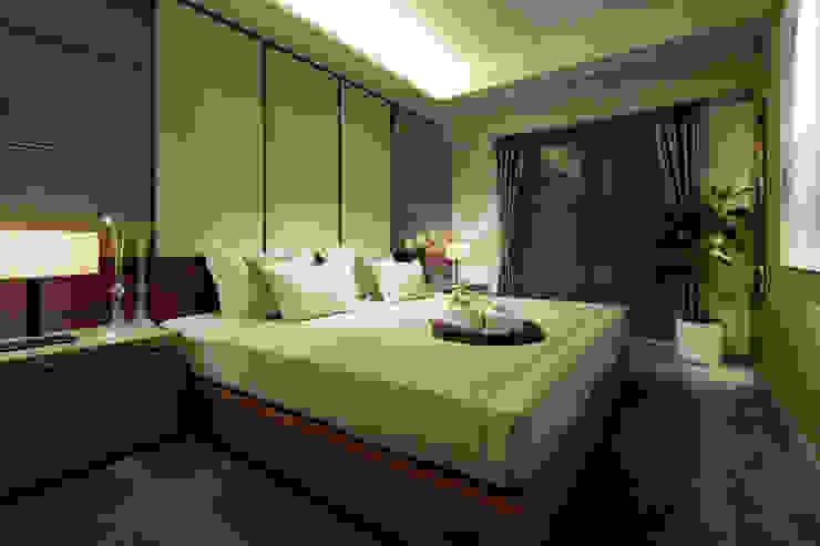 Bedroom モダンスタイルの寝室 の WORKTECHT CORPORATION モダン