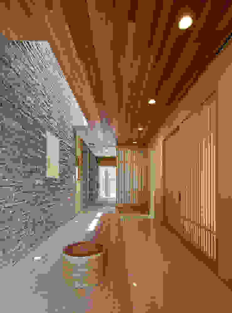 姫路市T邸 モダンスタイルの 玄関&廊下&階段 の 空間工房 用舎行蔵 一級建築士事務所 モダン