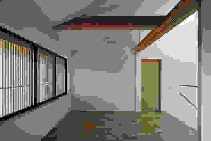 京都市Tn邸 モダンスタイルの寝室 の 空間工房 用舎行蔵 一級建築士事務所 モダン