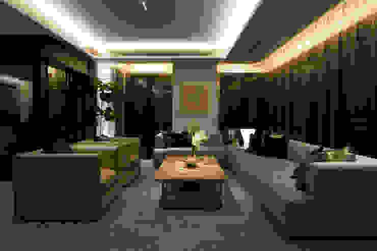 Living room モダンデザインの リビング の WORKTECHT CORPORATION モダン