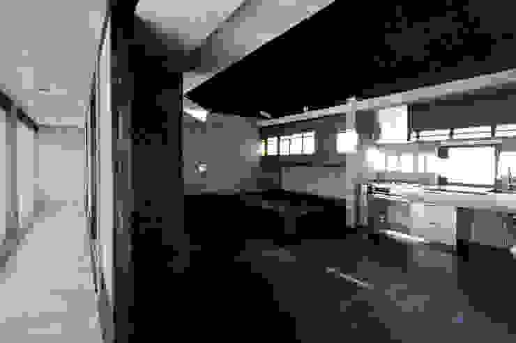 居間 オリジナルな 壁&床 の 山之内建築研究所 オリジナル