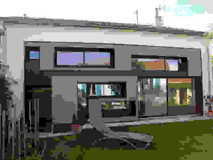 Modification de Façade - rénovation - création d'un niveau Balcon, Veranda & Terrasse modernes par Clemence de Mierry Grangé Moderne