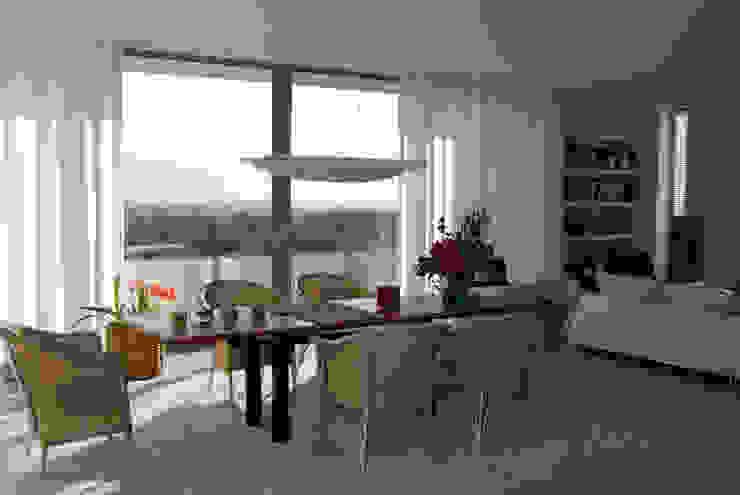 Wohnen zwischen Wald und Reben Minimalistische Esszimmer von Architekten BDA Becker   Ritzmann Minimalistisch