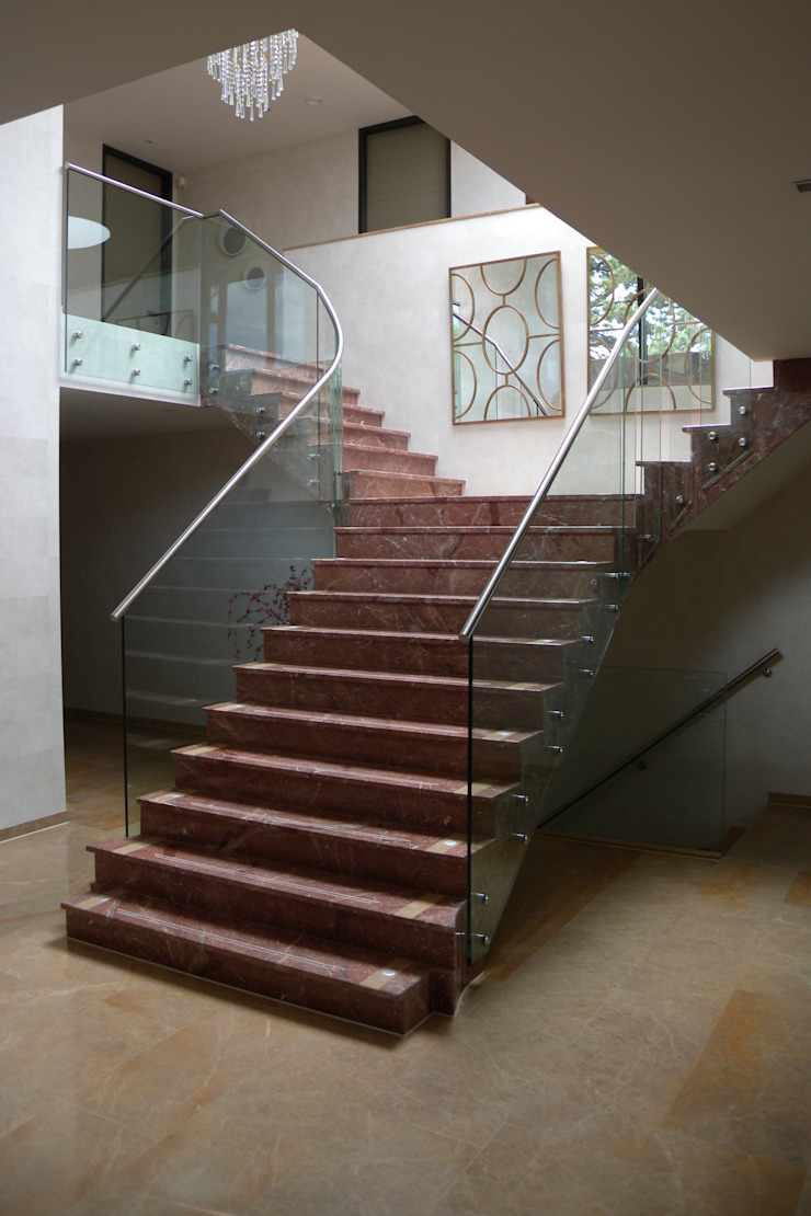 Classic corridor, hallway & stairs by Buys Glas Classic