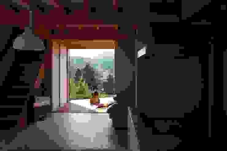 タタミコーナ オリジナルデザインの リビング の 設計島建築事務所 オリジナル