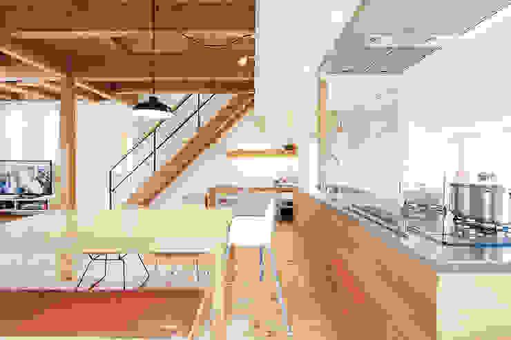 Столовая комната в стиле модерн от ELD INTERIOR PRODUCTS Модерн