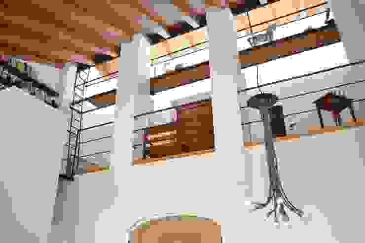 Casa Bressan Balcone, Veranda & Terrazza in stile rustico di Studio Thesia Progetti Rustico