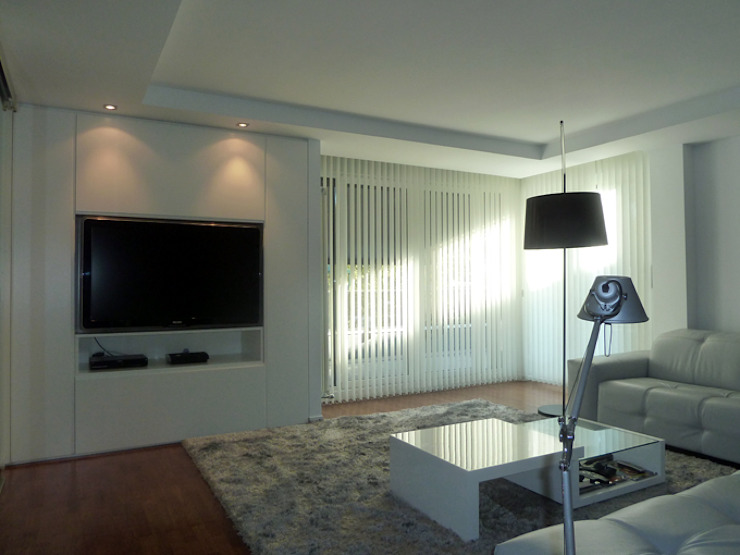 VISTA DE MUEBLE TV REALIZADO Y DISEÑADO POR ERRASTI. Salones de estilo moderno de ERRASTI Moderno