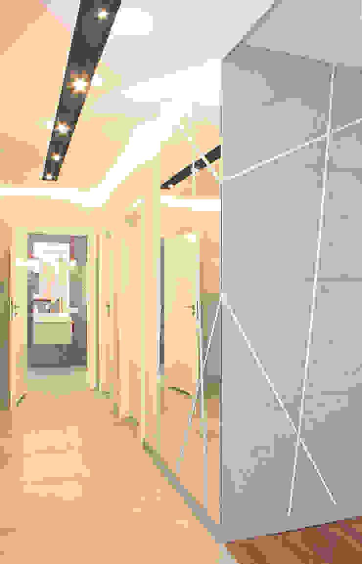 Mieszkanie 56 m² w Ząbkach pod Warszawą / Korytarz Nowoczesny korytarz, przedpokój i schody od Sceneria Nowoczesny