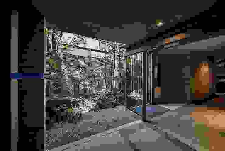 1階の中庭 モダンな庭 の 松田靖弘建築設計室 モダン