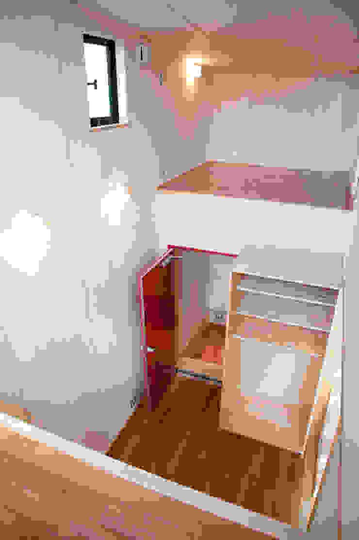 土間広場から繋がる家族と趣味の空間 モダンデザインの 多目的室 の m+h建築設計スタジオ モダン