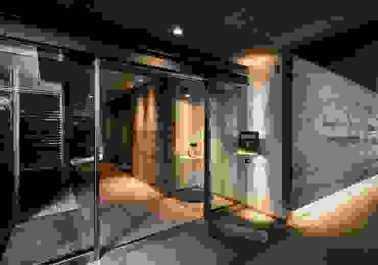 1階の集合玄関 モダンスタイルの 玄関&廊下&階段 の 松田靖弘建築設計室 モダン