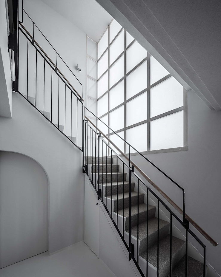 内部階段 モダンスタイルの 玄関&廊下&階段 の 松田靖弘建築設計室 モダン