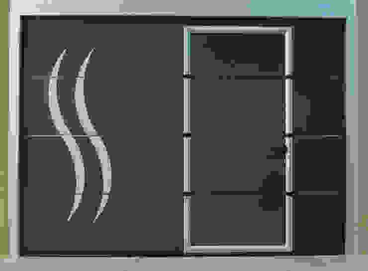 Porte de garage sectionnelle avec portillon intégré Neo10.com Garage / Hangar