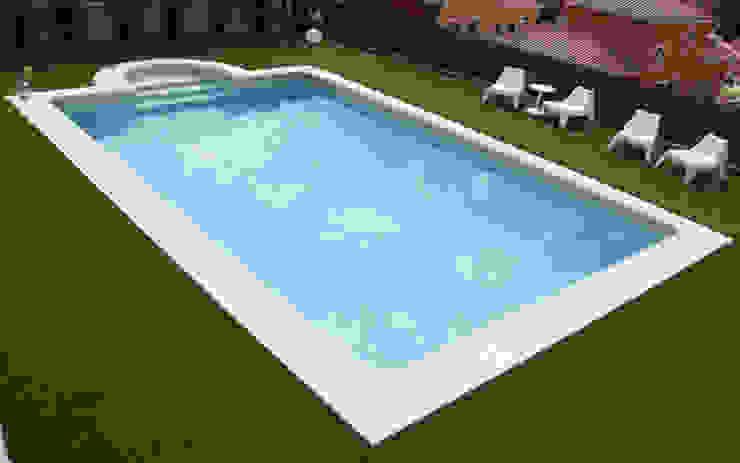 Hồ bơi phong cách tối giản bởi RENOLIT ALKORPLAN Tối giản